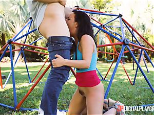 bootie pummeling Amara Romani in public park