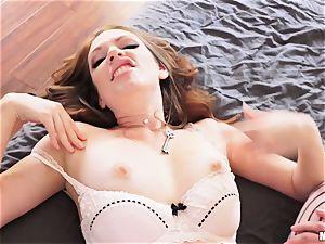 Kassondra Raine seduces her spying roomie