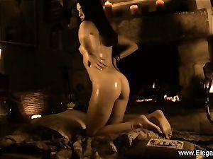 Model Indian cougar Dancing goddess