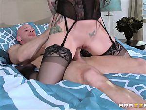 Darling Danika pays her nasty neighbor a visiti