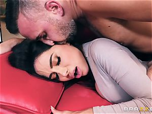 insatiable bodacious hefty butt milf Lela star takes on Keirans meatpipe