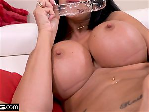 Jasmine Jae wants to experience yankee shaft