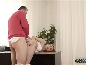 fledgling blonde douche Stranger in a huge palace knows how to super-hot you up