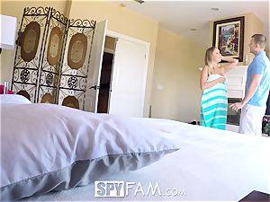 SpyFam Step sista Alexis Adams pokes step brother