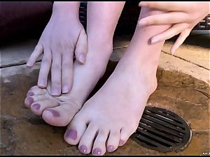 super-steamy steamy Kagney Karter plays with her scorching toes