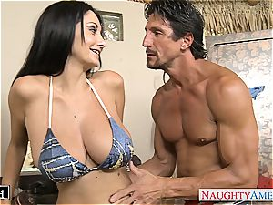 brunette mummy Ava Addams gets immense bumpers porked