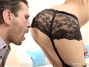 Dani Daniels finishes a scorching fuck with a off the hook squirting