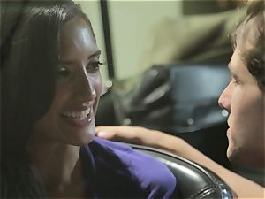 Chloe Amour plumbs in her boyfriends fresh car