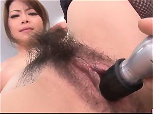 Maki Hojo leaves the chief to poke her at work
