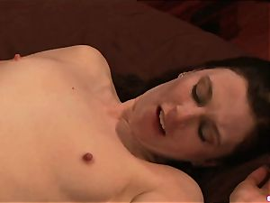 Anna Pierceson luvs biting on her colleagues wet jewel