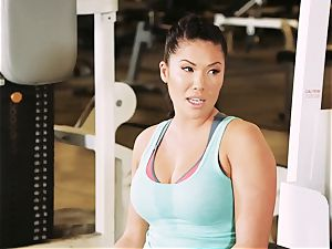 chinese ultra-cutie London Keyes drills her dude after a workout