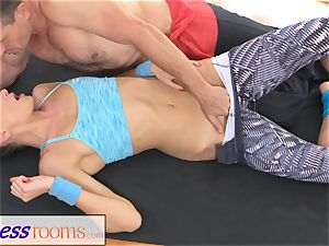 FitnessRooms Ivana Sugar total figure and poon stretch