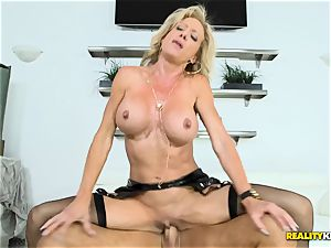 mummy Raquel Sultra nailed deep in her poon pie