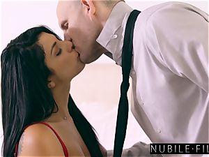 supah gorgeous Gina Valentina tempts Moms beau