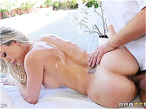 Brandi love's fit cougar assets needs a rubdown